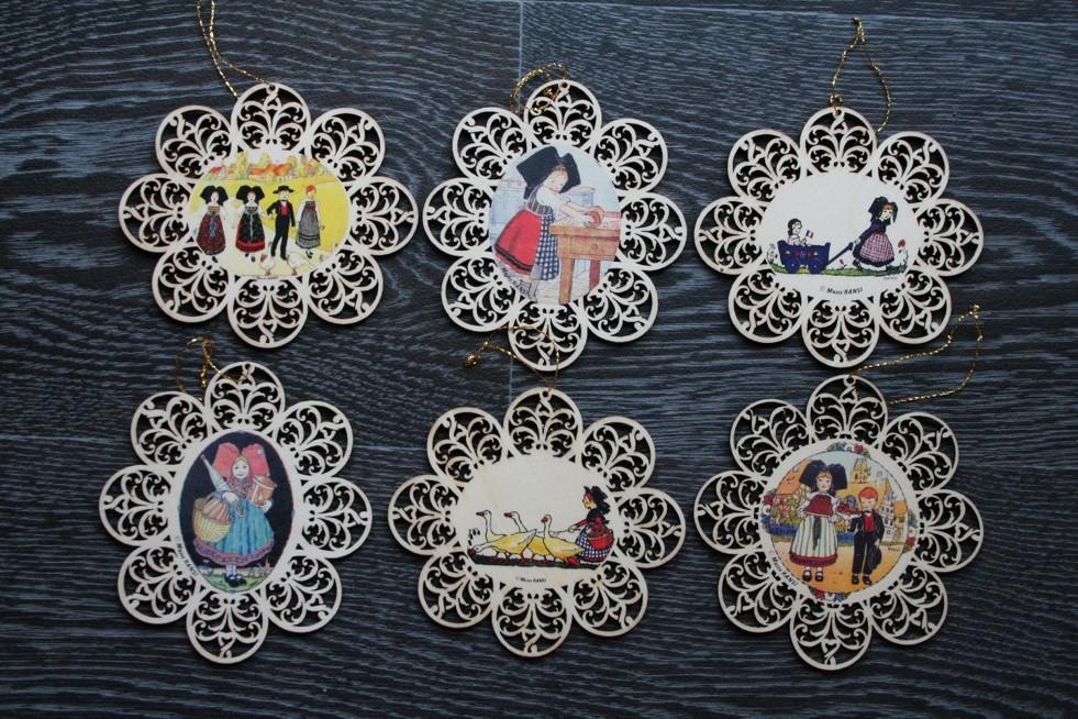 Lot de 12 décorations assortis Hansi