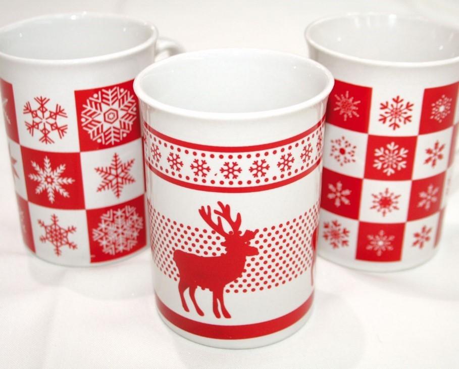 12 mugs ,3 modèles assortis