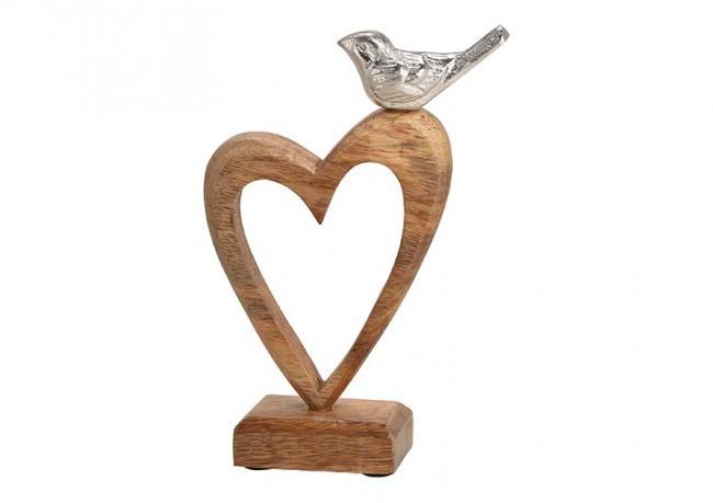 Oiseau perché sur un coeur