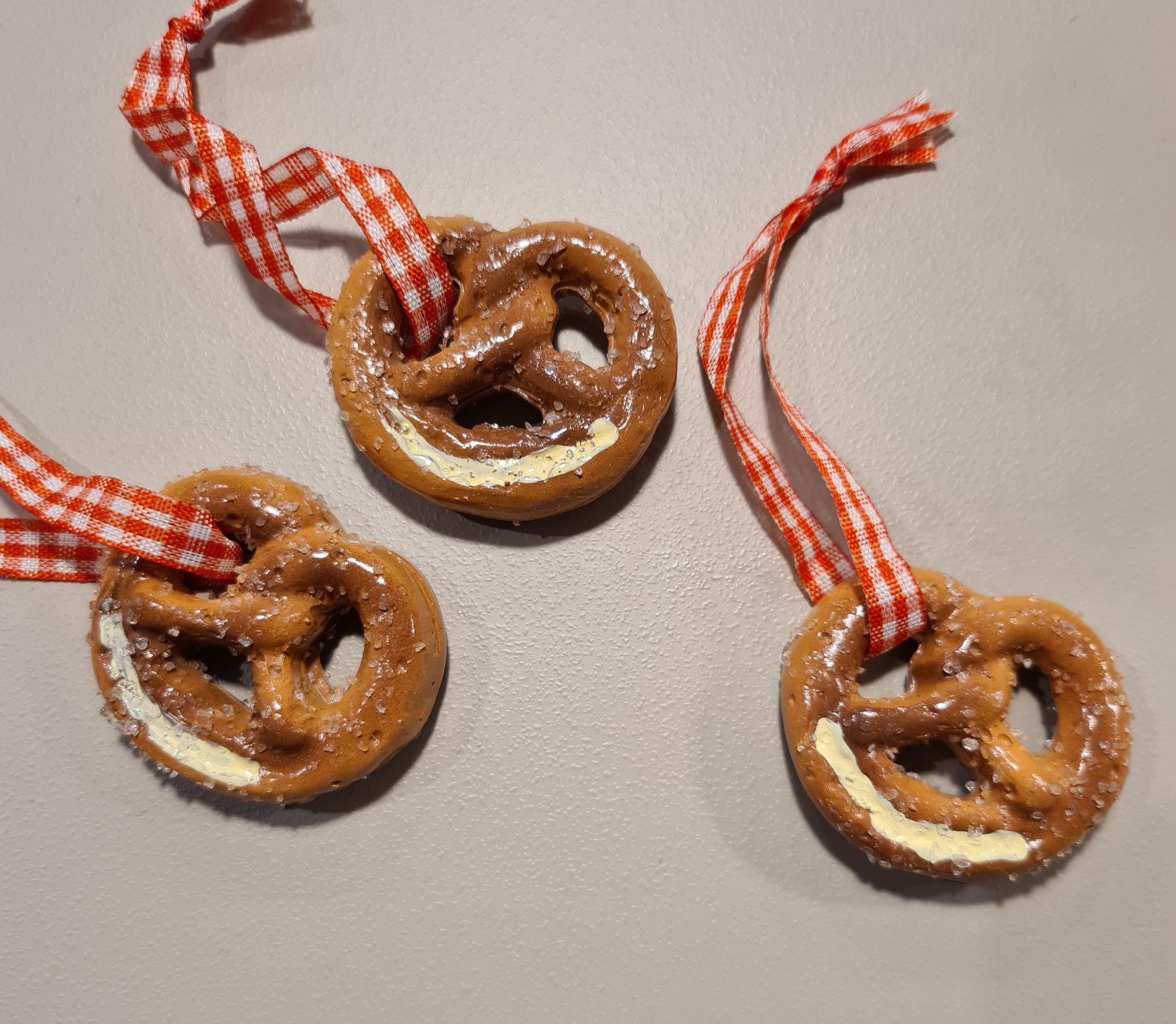 Lot de 24 suspensions bretzels 4cm